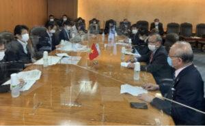 Đại sứ Vũ Hồng Nam làm việc với Bộ trưởng Y tế, Lao động và Phúc lợi Nhật Bản