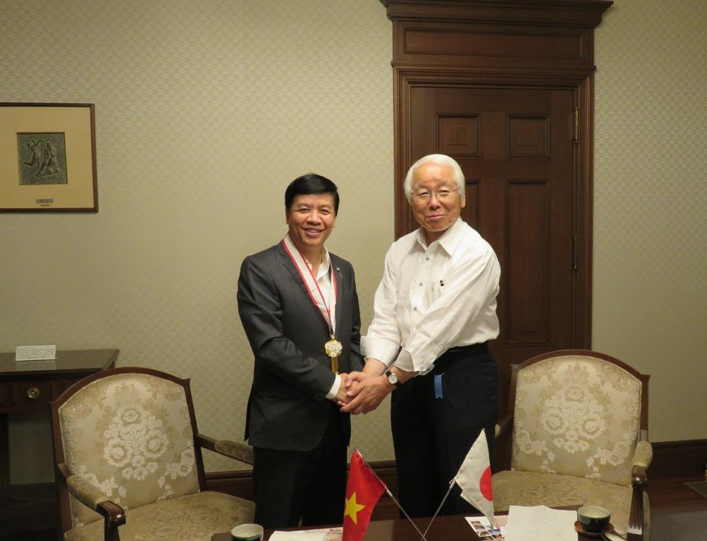 Đại sứ Nguyễn Quốc Cường thăm làm việc tại tỉnh Hyogo