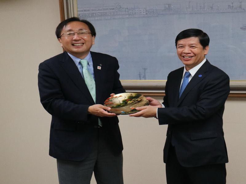 グエン・クオック・クオン大使は、青森県公式訪問
