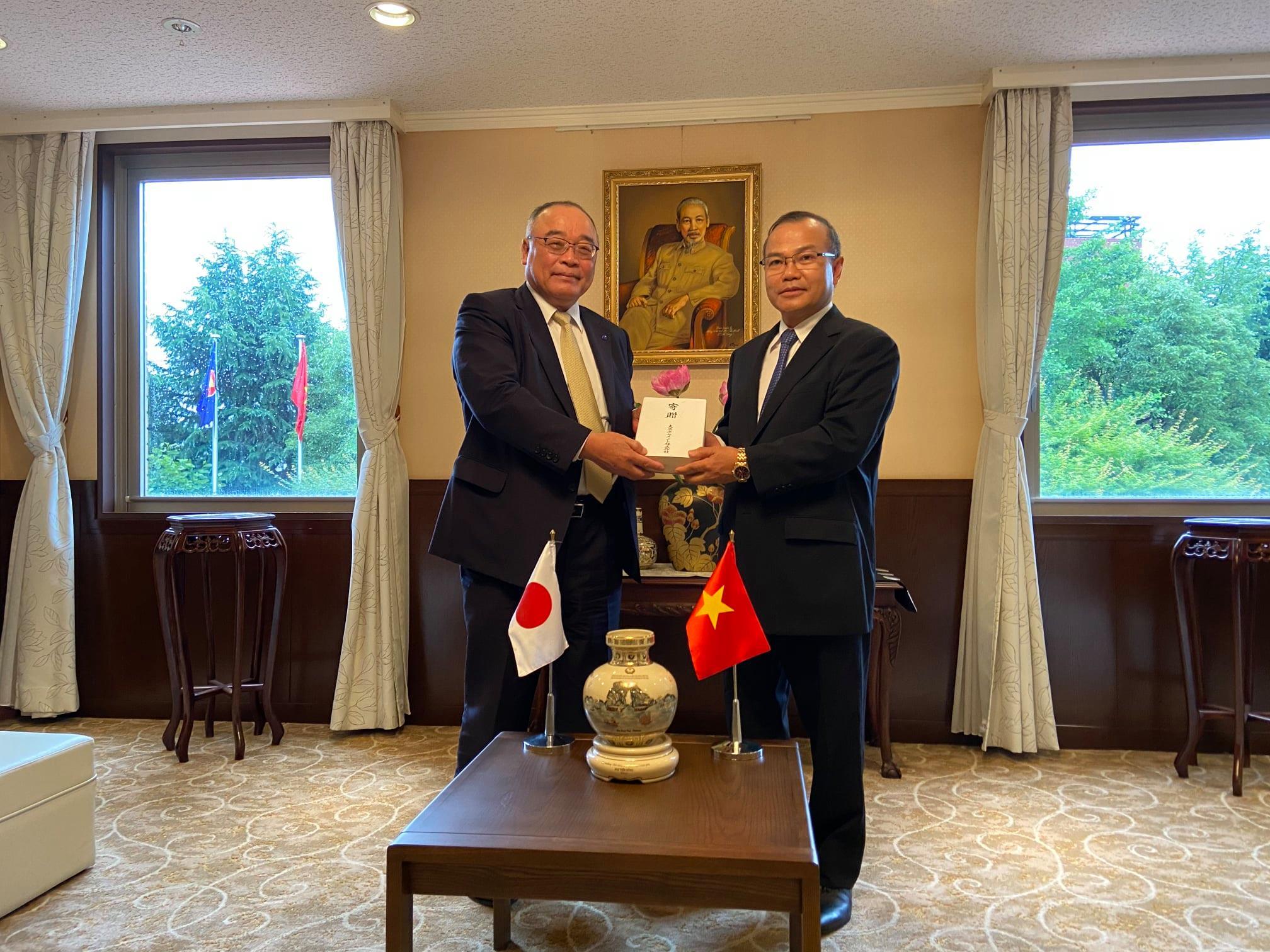 Đại sứ Vũ Hồng Nam tiếp Tổng Giám đốc công ty xi măng Taiheiyo