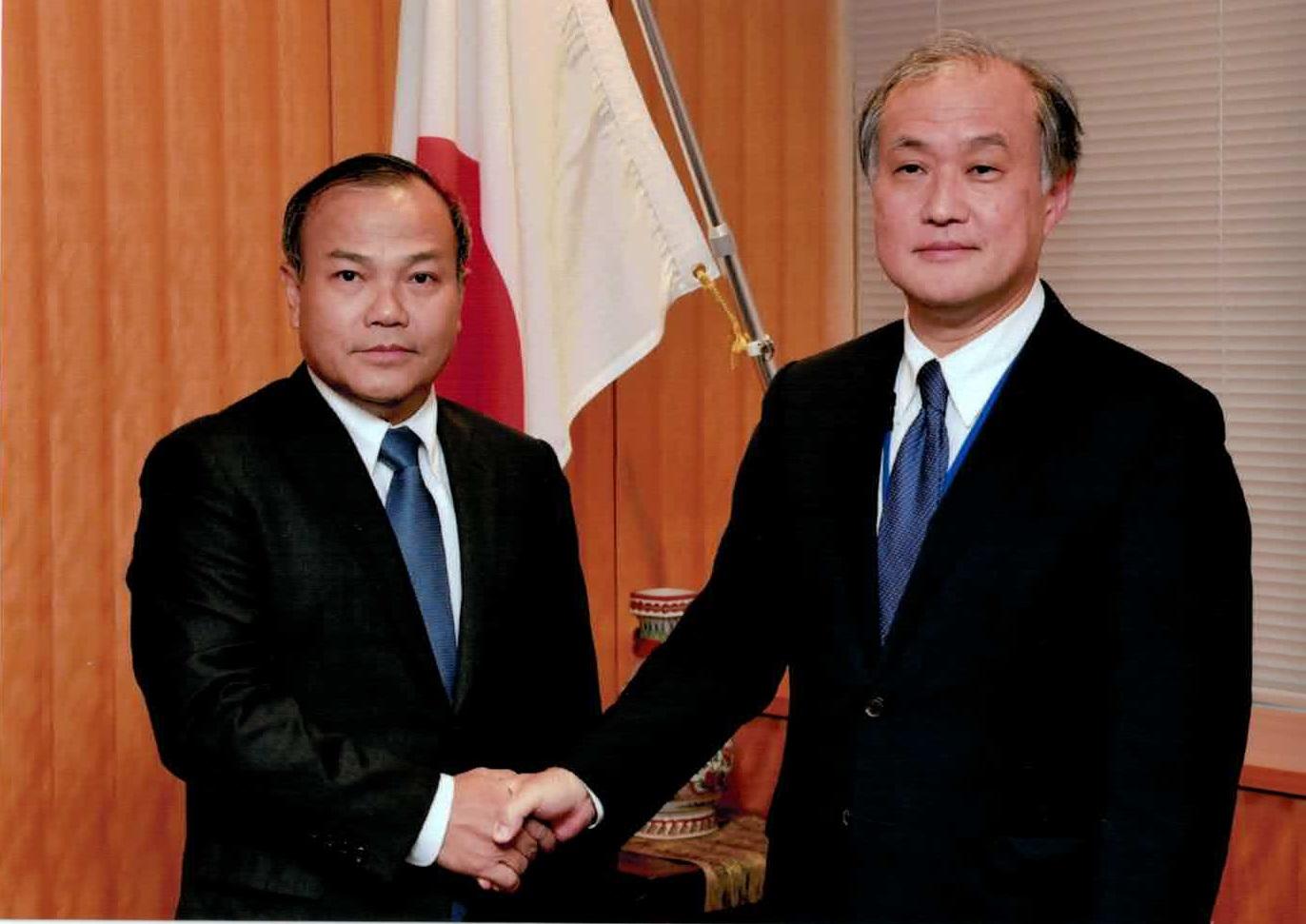 ヴー・ホン・ナム新任大使が秋葉外務事務次官と面会