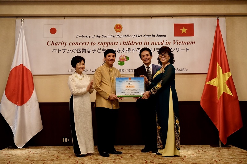 Hòa nhạc trao quà từ thiện cho trẻ em nghèo tỉnh Hà Tĩnh