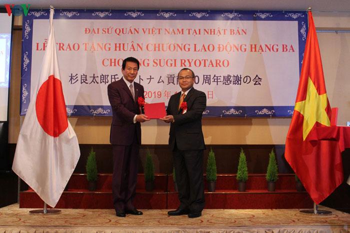Đại sứ quán Việt Nam tổ chức Lễ trao tặng Huân chương Lao động Hạng ba cho ông Sugi Ryotaro