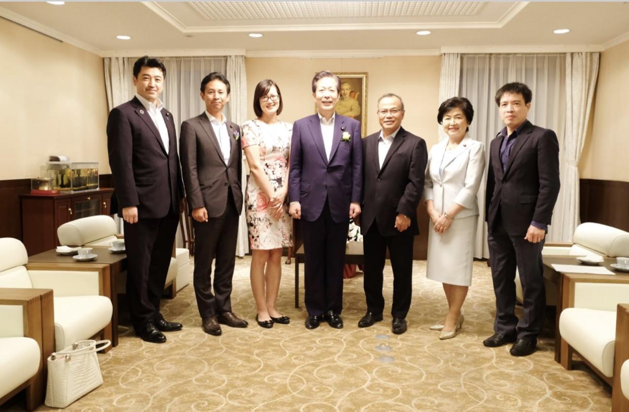 Đại sứ Vũ Hồng Nam tiếp Chủ tịch Đảng Công minh