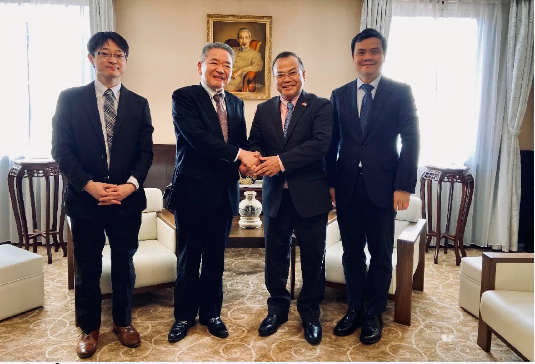 Đại sứ Vũ Hồng Nam tiếp Phó Chủ tịch Đảng Cộng sản Nhật Bản