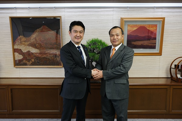 ヴー・ホン・ナム駐日ベトナム大使が山下貴司法務大臣と会談