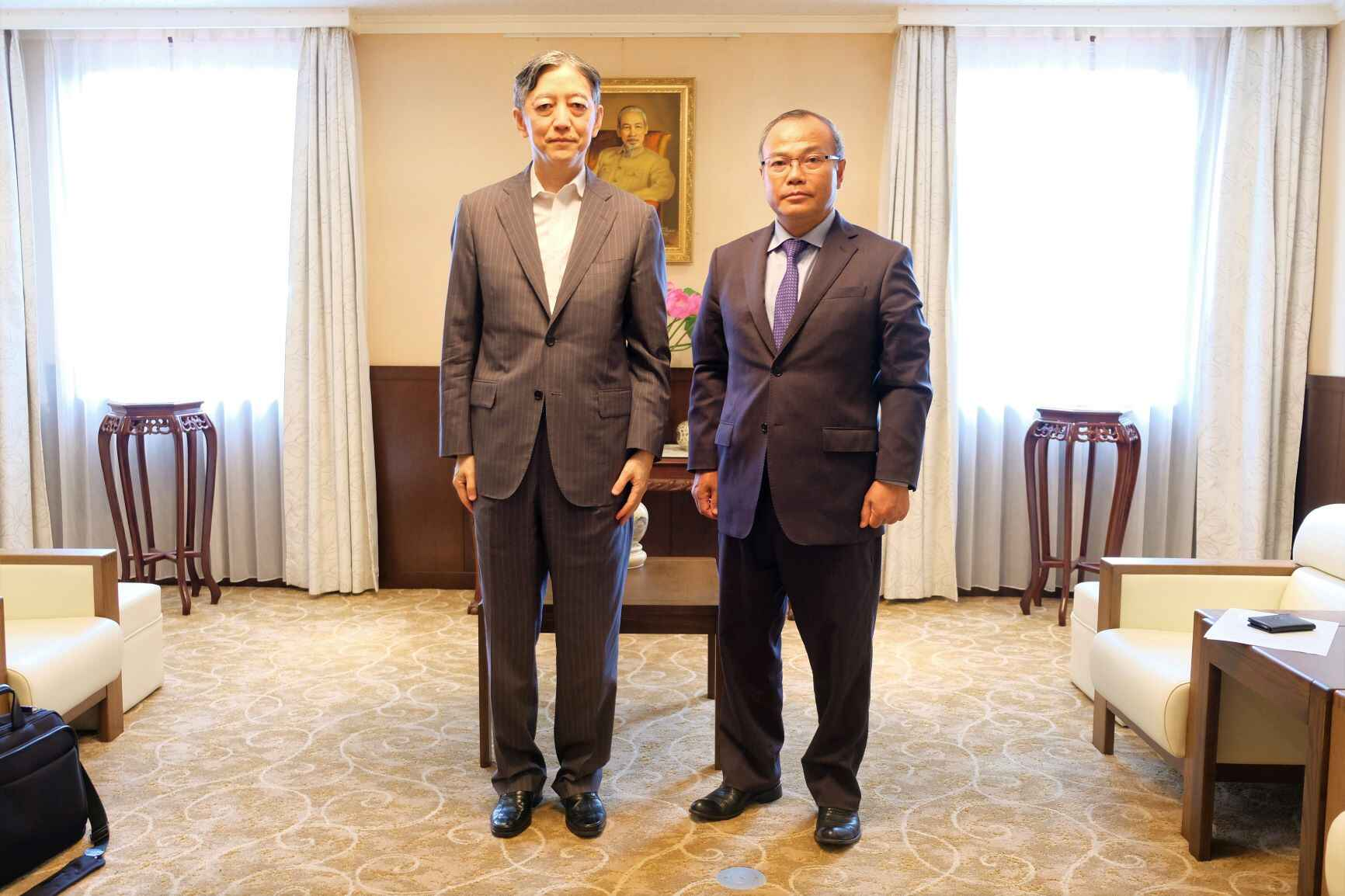 Đại sứ Vũ Hồng Nam tiếp Thứ trưởng Bộ Kinh tế, Thương mại và Công nghiệp Nhật Bản (METI)