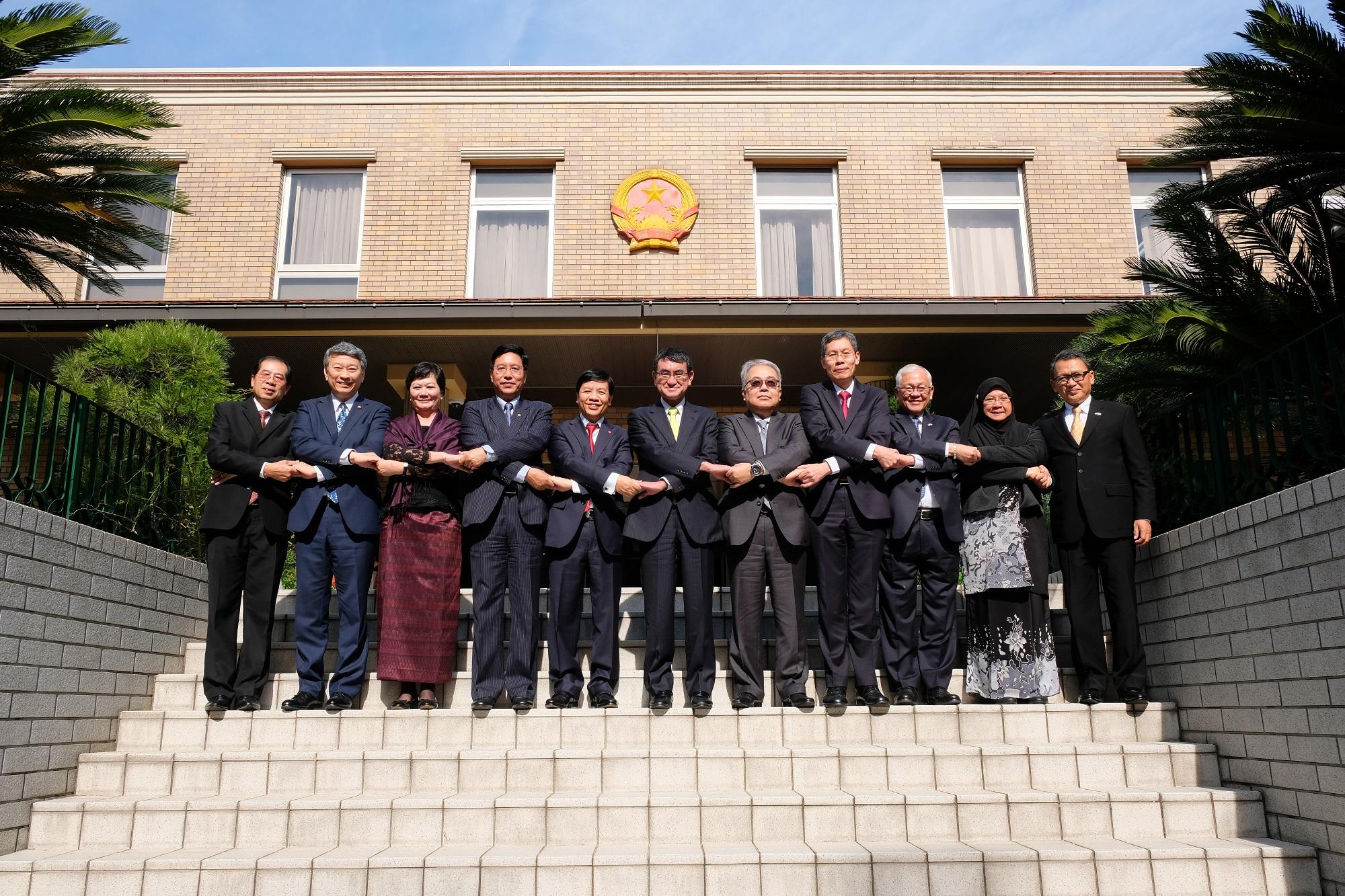 河野太郎外務大臣:ベトナム・ダナンで開催されるAPEC首脳会議の成功を期待