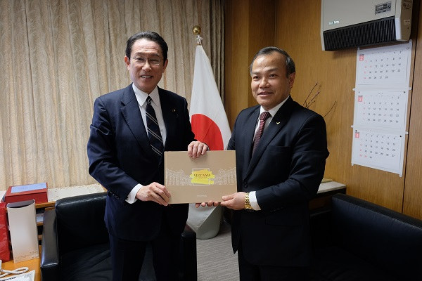 自民党の岸田文雄政務調査会長と会談