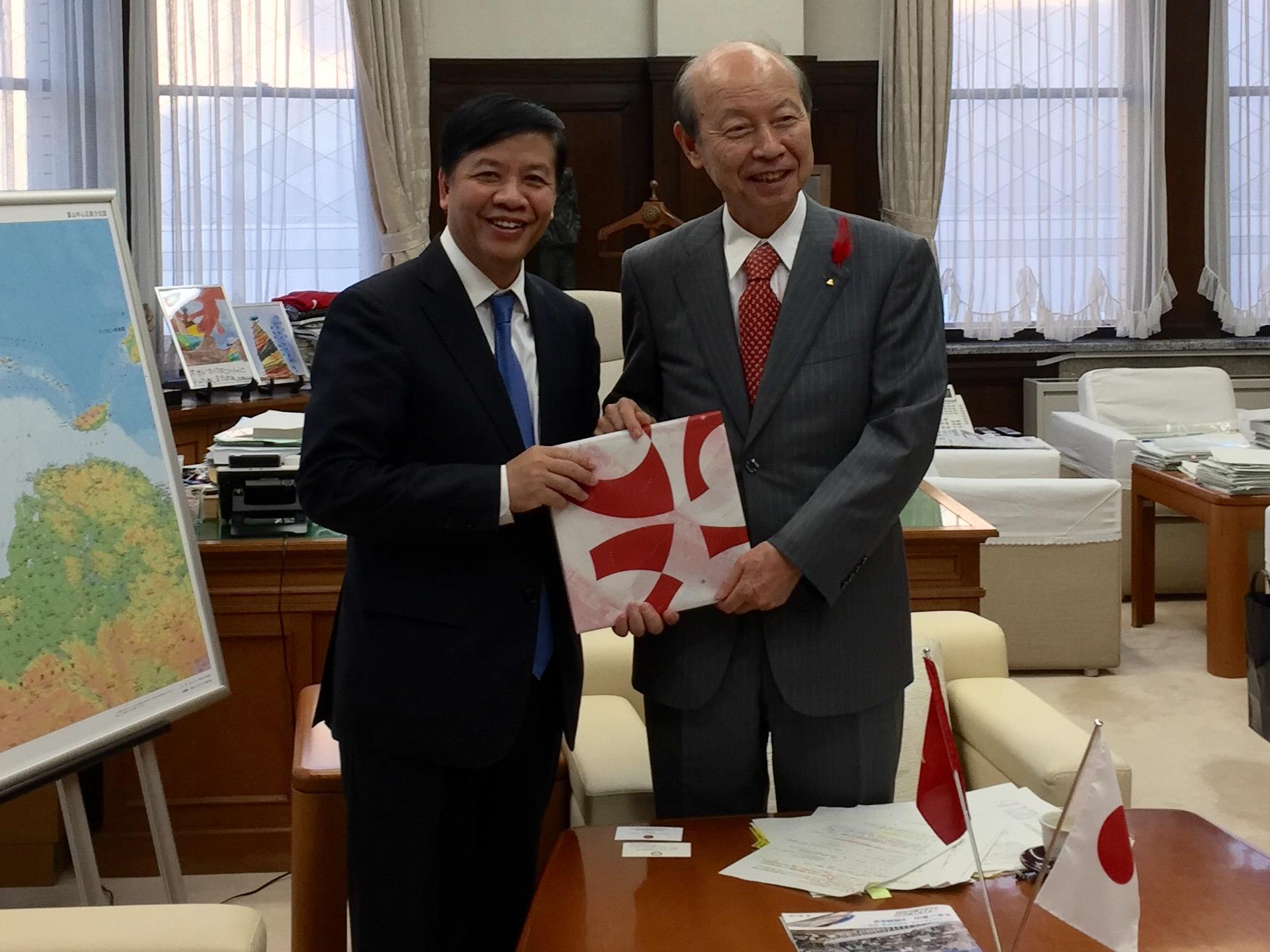 Đại sứ Nguyễn Quốc Cường thăm tỉnh Toyama