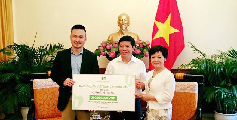 Đại sứ quán Việt Nam tại Nhật trao tặng 10 ca phẫu thuật tim