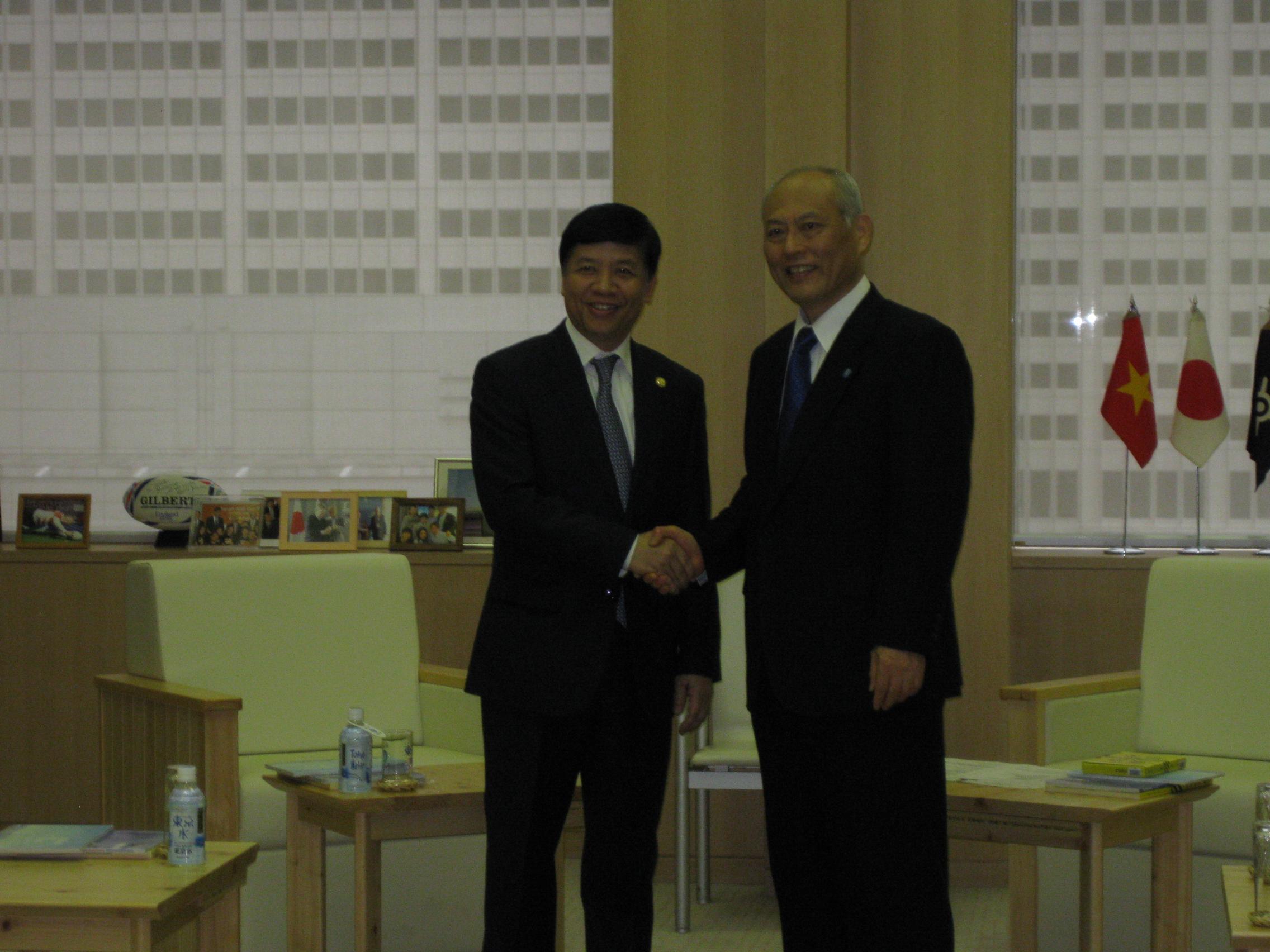 Đại sứ Nguyễn Quốc Cường gặp Thống đốc Tokyo Masuzoe Yoichi