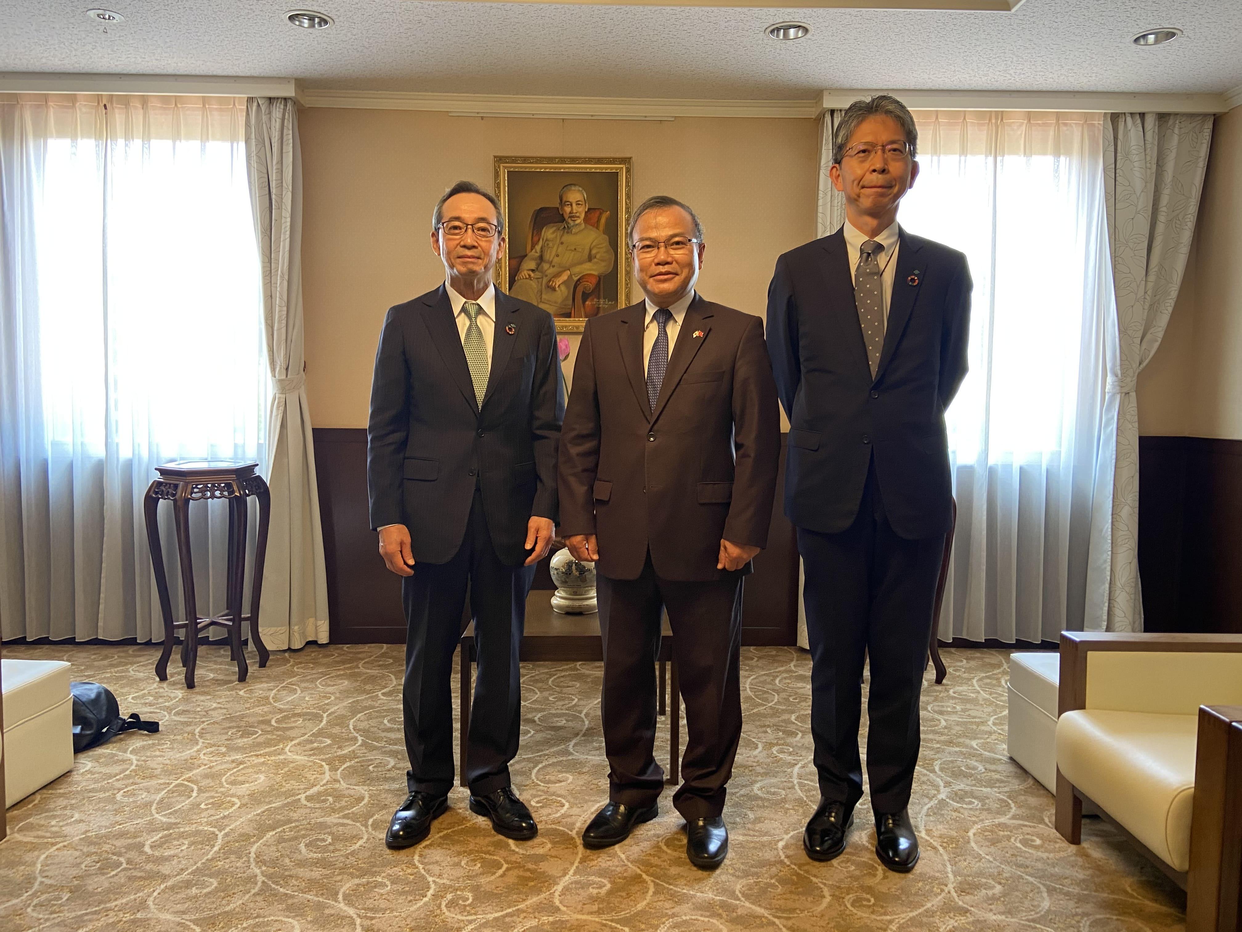 Đại sứ Vũ Hồng Nam tiếp Chủ tịch và Tổng Giám đốc điều hành  Tập đoàn Sumitomo Forestry