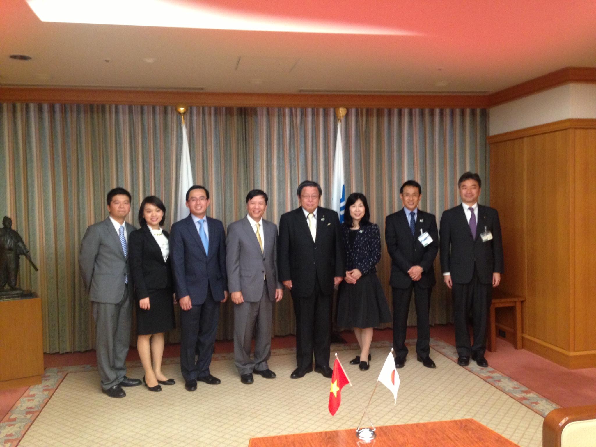 Đại sứ Nguyễn Quốc Cường thăm tỉnh Osaka
