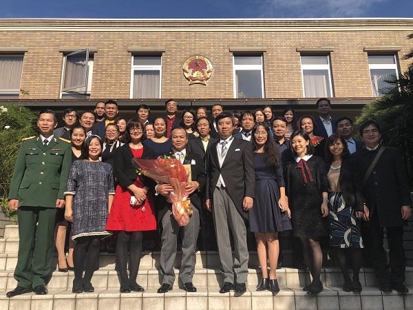 駐日ヴー・ホン・ナム大使は天皇陛下に対して信任状を捧呈