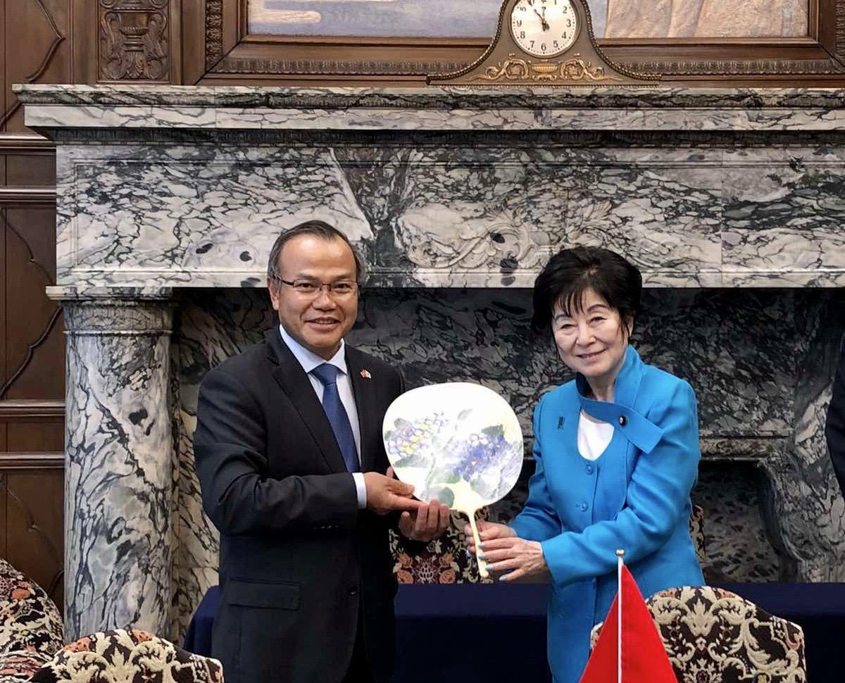Chủ tịch Thượng viện Nhật Bản Santo Akiko tiếp Đại sứ Vũ Hồng Nam