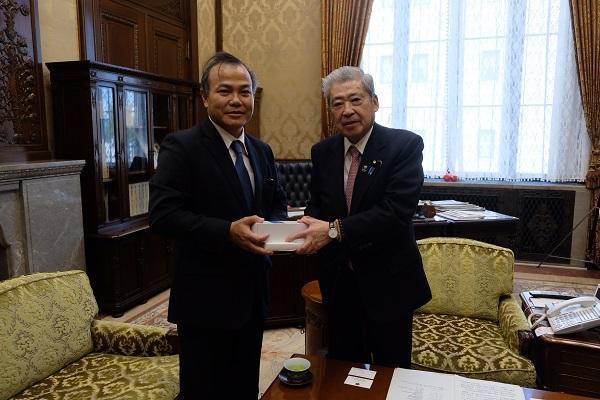 ヴー・ホン・ナム大使は大島理森衆議院議長及び伊達忠一参議院議長を訪問