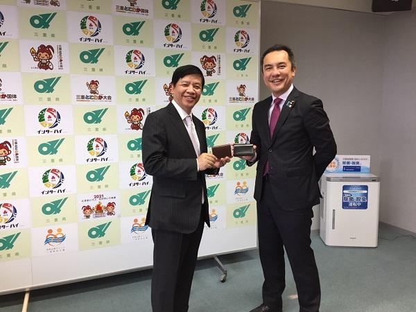 Đại sứ Nguyễn Quốc Cường thăm hai tỉnh Mie và Shiga