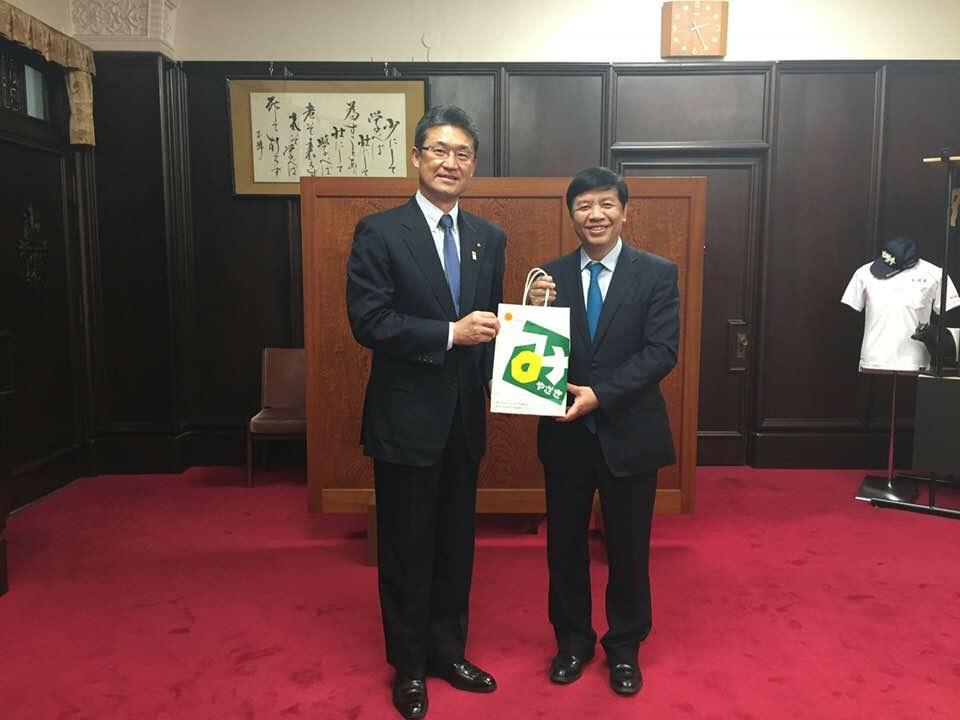 グェン・クオック・クオン大使佐賀県と宮崎県を訪問
