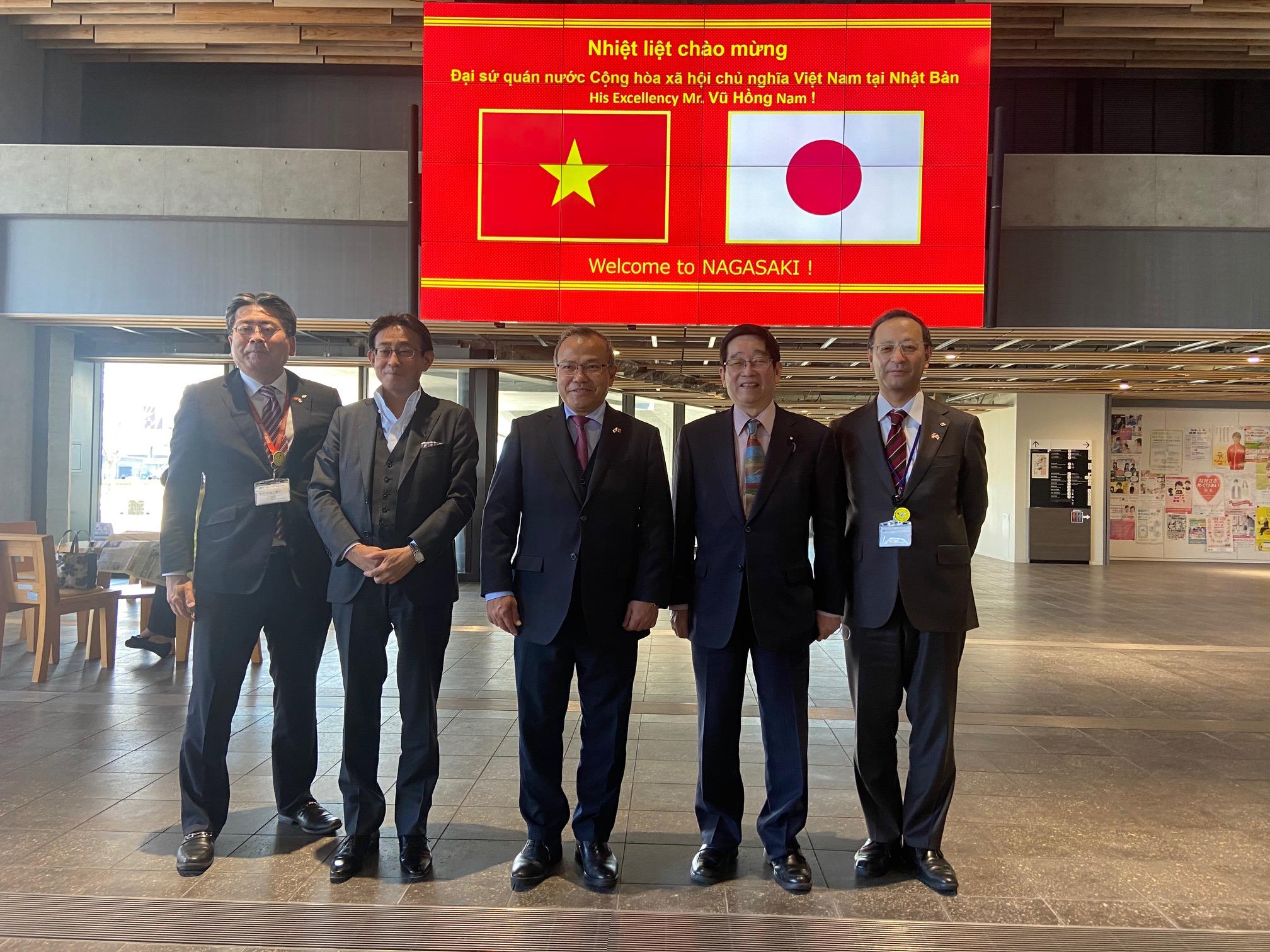 Đại sứ Vũ Hồng Nam thăm chính thức tỉnh Nagasaki