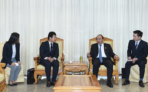 PM Phuc hosts Japanese diplomat