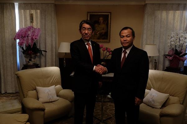 ヴー・ホン・ナム駐日ベトナム大使が蝦名大也釧路市長とベトナムと釧路市の協力関係の促進について会談