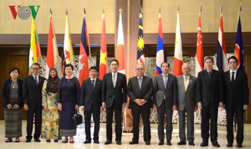 日本:ASEANの中心的な役割を支援