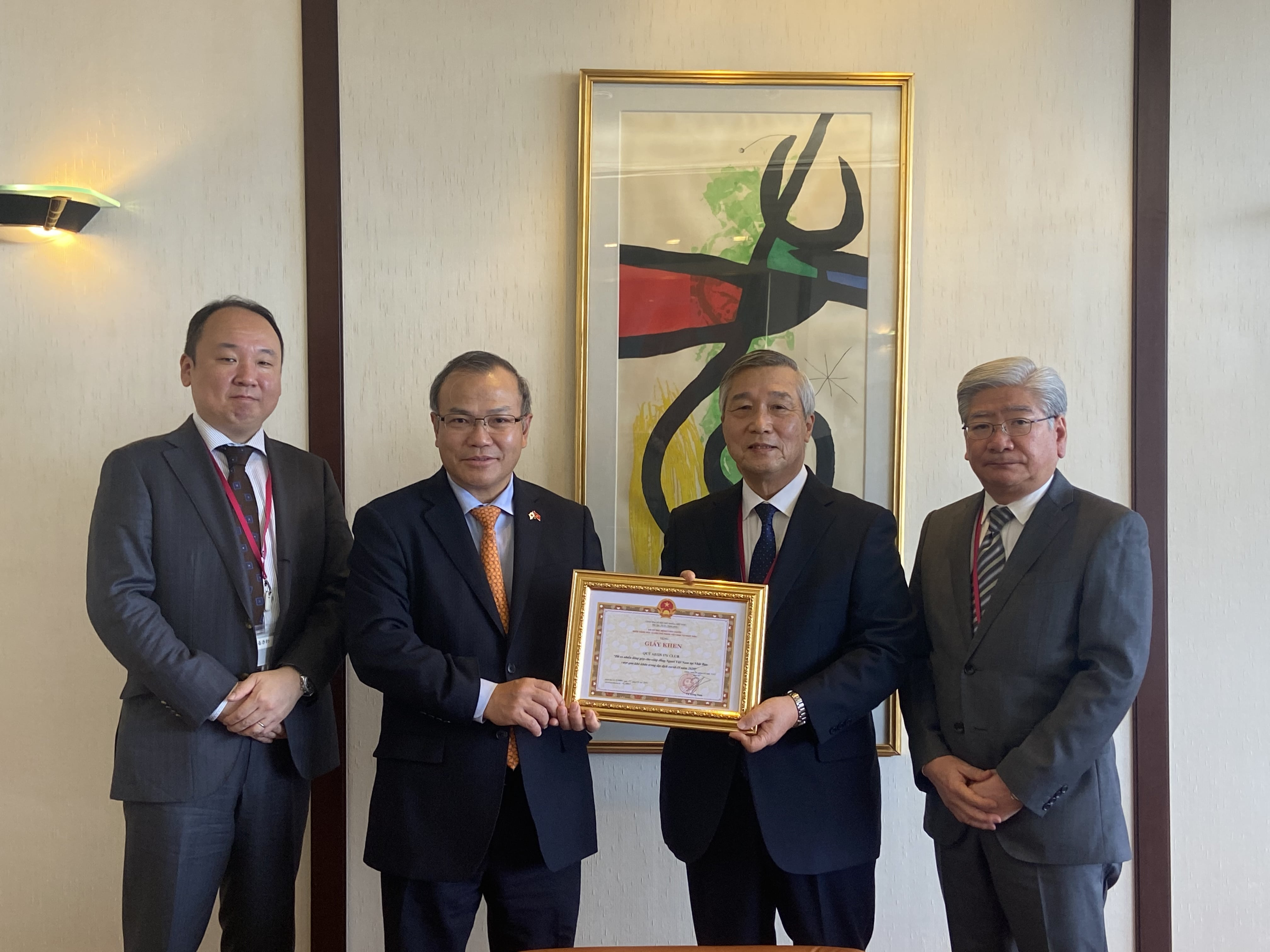 Ambassador Vu Hong Nam awarded AEON 1% CLUB Fund with Certificate of Merit
