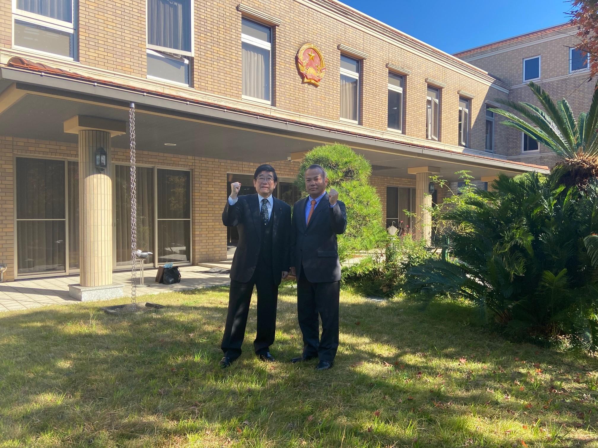 Hội hữu nghị Nhật-Việt tỉnh Nagasaki trao phần quà hỗ trợ tỉnh Quảng Nam chịu ảnh hưởng bão lũ