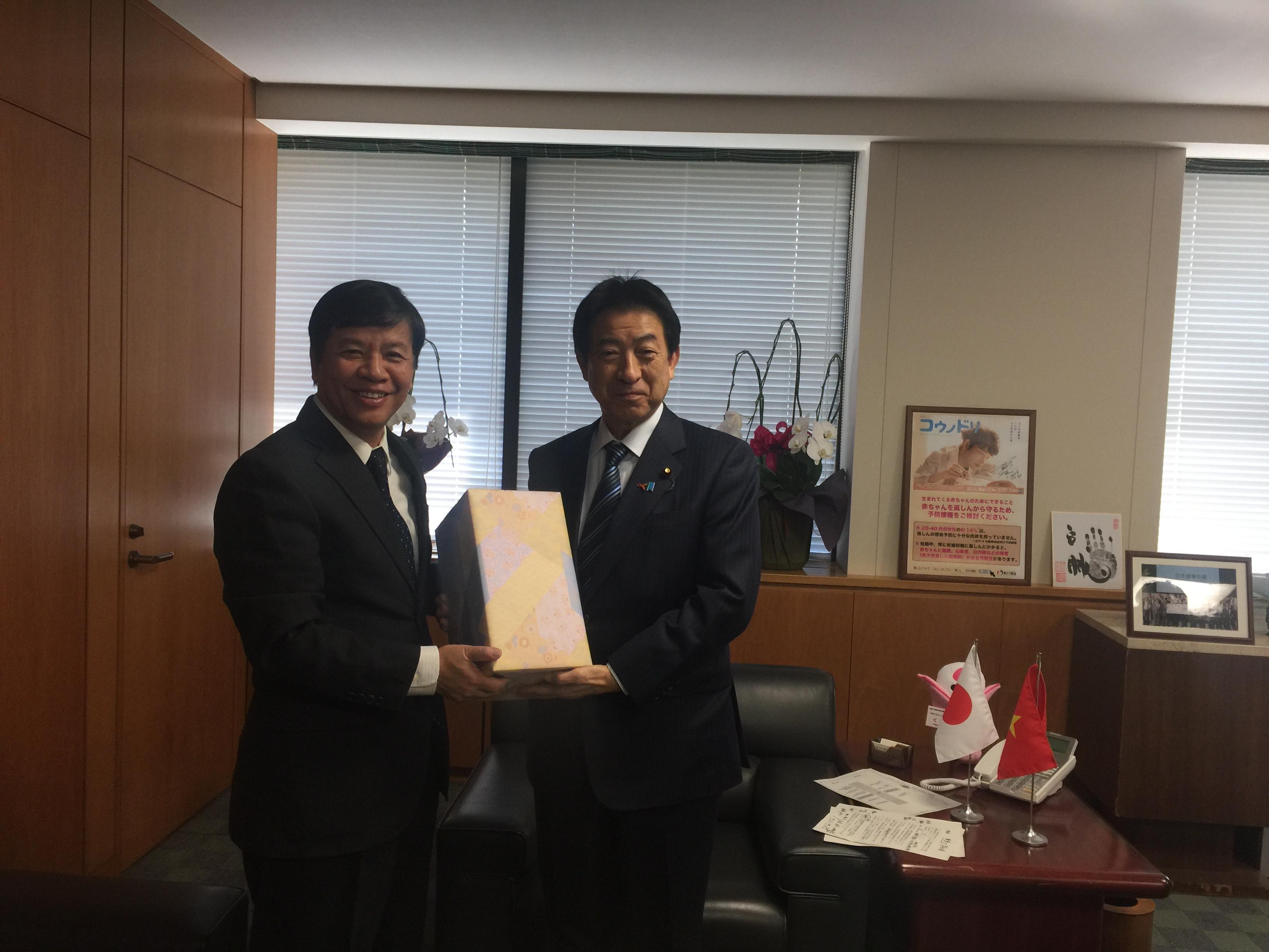 Nhật Bản muốn tăng cường hợp tác y tế và lao động với Việt Nam