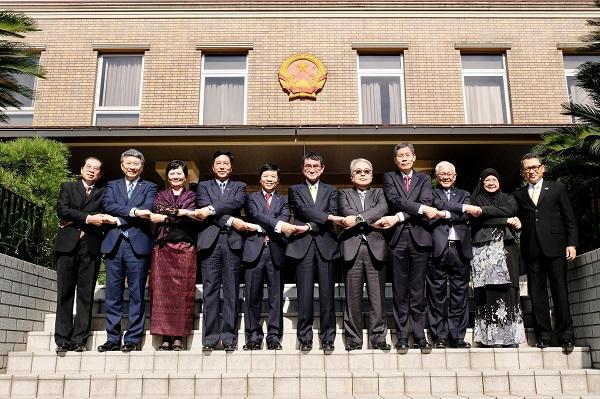 Bộ trưởng Ngoại giao Nhật Bản Taro Kono chúc Việt Nam tổ chức thành công  Tuần lễ Cấp cao APEC tại Đà Nẵng