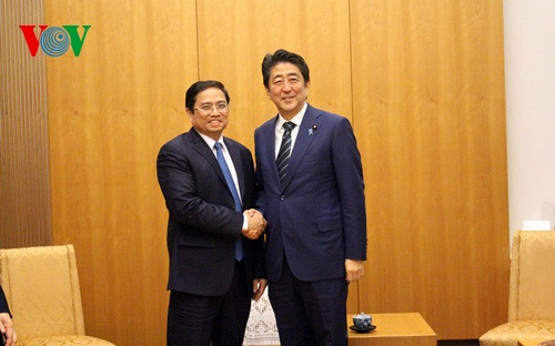 PM Shinzo Abe wants closer ties between Japanese, Vietnamese parties