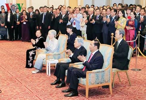 Chiêu đãi kỷ niệm 45 năm thiết lập quan hệ ngoại giao Việt-Nhật, Nhà vua cũng tham dự