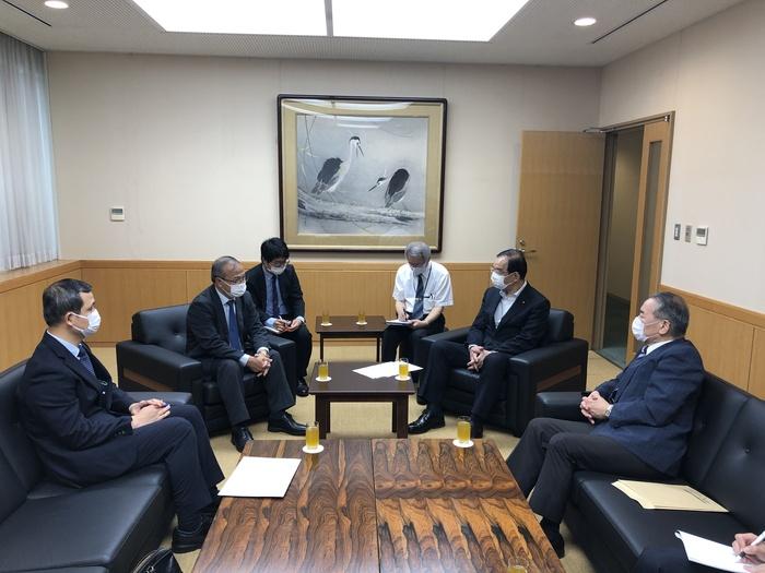 Đại sứ Vũ Hồng Nam hội kiến Chủ tịch Đoàn Chủ tịch Ban Chấp hành Trung ương Đảng Cộng sản Nhật Bản