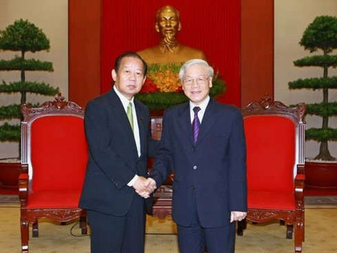 Party, government leaders recieve Japan's LDP general secretary