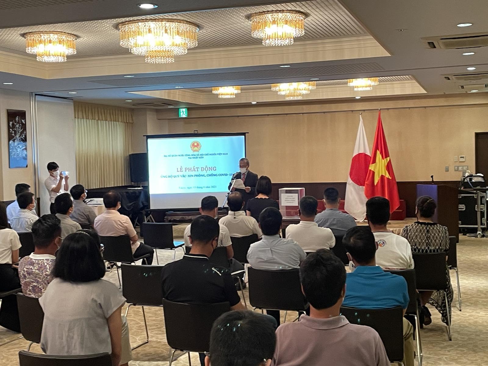 Đại sứ quán cùng cộng đồng người Việt tại Nhật Bản quyên góp ủng hộ Quỹ vắc-xin phòng, chống covid-19