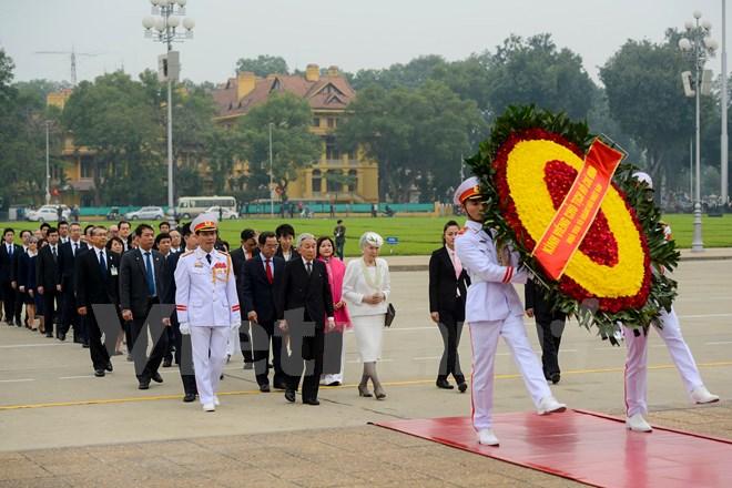 Nhật hoàng Akihito cùng Hoàng hậu viếng Lăng Chủ tịch Hồ Chí Minh