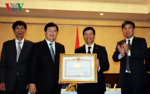 Phó Thủ tướng Trịnh Đình Dũng thăm Đại sứ quán Việt Nam tại Nhật Bản